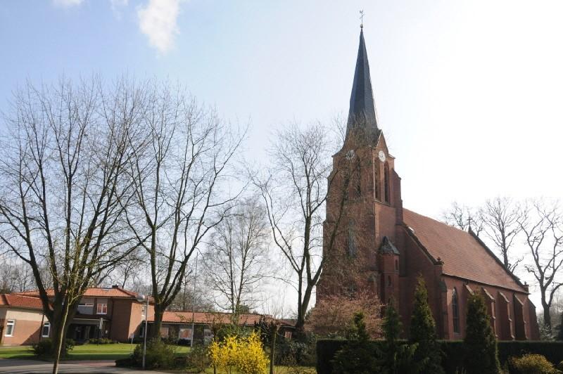Kirche mit Pfarrheim